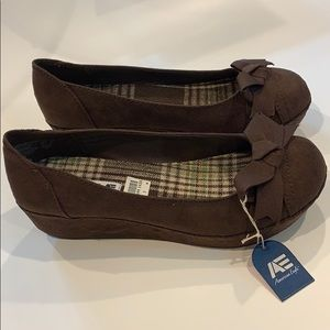 New American Eagle Brown Grace Wedge w Bows Size 7